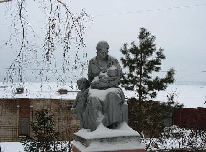 Памятник кормящей матери в г.Ижевск