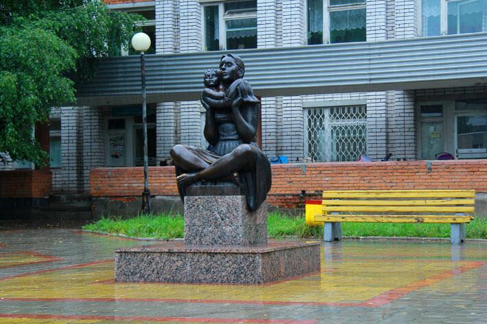 Памятник материнству в Новочебоксарске